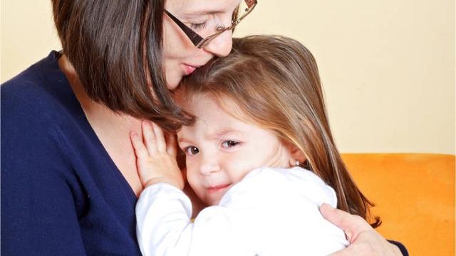 Làm gì để khích lệ một đứa con nhút nhát? - 1
