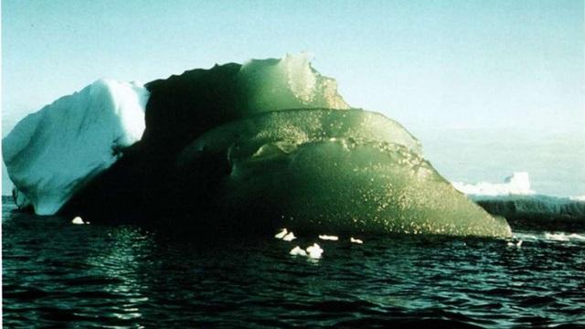 Bí ẩn về những tảng băng màu ngọc lục bảo quý hiếm ở Nam Cực - 1