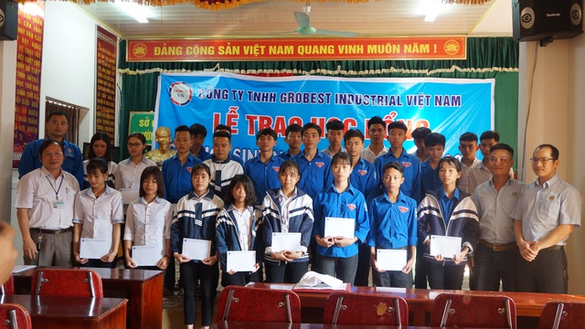 Trường THPT Diễn Châu 4  đón nhận món quà ý nghĩa từ công ty Grobest.
