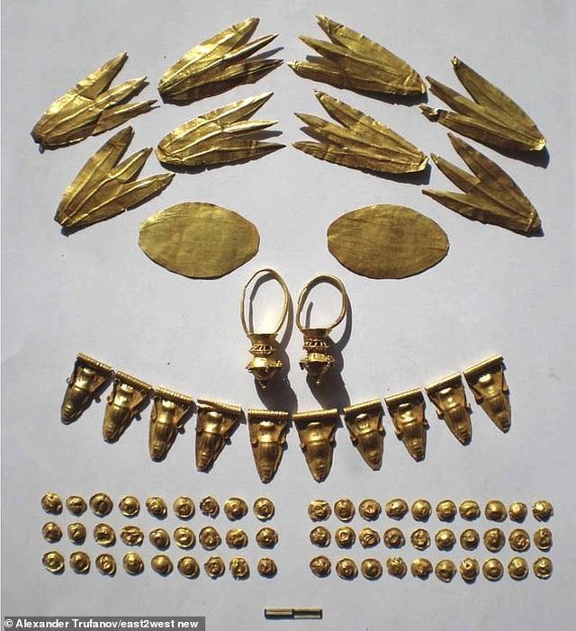 Tìm thấy hàng trăm trang sức bằng vàng trong ngôi mộ của công chúa thời cổ đại - 2