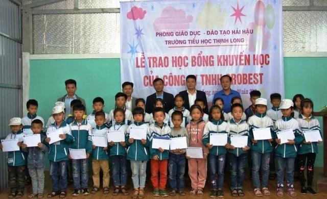 Trao 120 suất học bổng Grobest Việt Nam đến học sinh nghèo Nam Định, Ninh Bình - 6