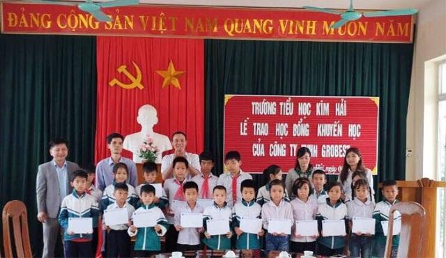 Trao 120 suất học bổng Grobest Việt Nam đến học sinh nghèo Nam Định, Ninh Bình - 2