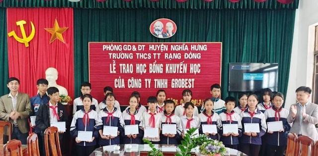 Trao 120 suất học bổng Grobest Việt Nam đến học sinh nghèo Nam Định, Ninh Bình - 4