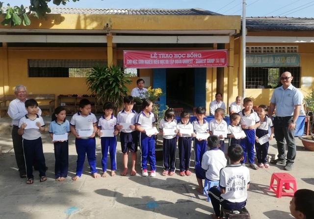 Trao hơn 350 suất học bổng Grobest đến học sinh nghèo Bạc Liêu - 9