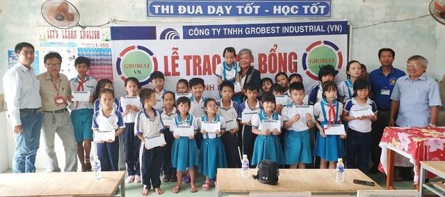 Trao hơn 350 suất học bổng Grobest đến học sinh nghèo Bạc Liêu - 12