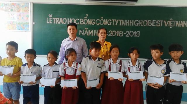 Trao hơn 350 suất học bổng Grobest đến học sinh nghèo Bạc Liêu - 2