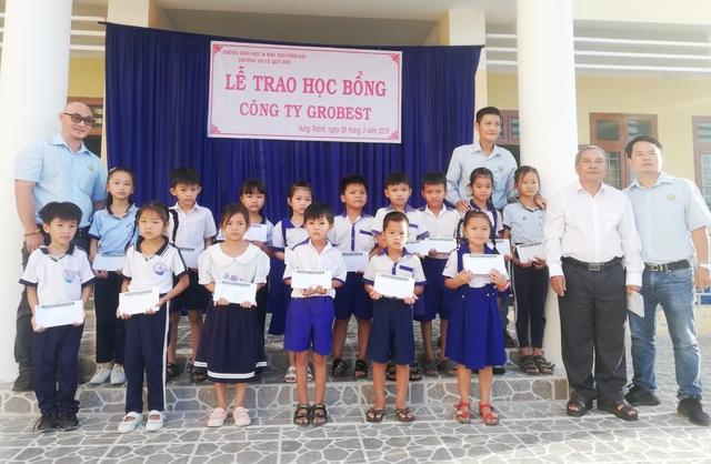 Trao hơn 350 suất học bổng Grobest đến học sinh nghèo Bạc Liêu - 8