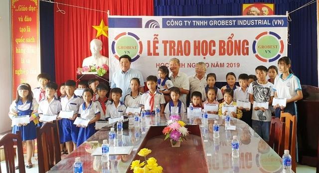 Trao hơn 350 suất học bổng Grobest đến học sinh nghèo Bạc Liêu - 13