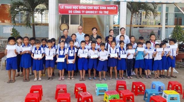 Trao hơn 350 suất học bổng Grobest đến học sinh nghèo Bạc Liêu - 3