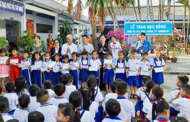 Trao hơn 350 suất học bổng Grobest đến học sinh nghèo Bạc Liêu - 10