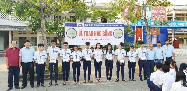 Trao hơn 350 suất học bổng Grobest đến học sinh nghèo Bạc Liêu - 5