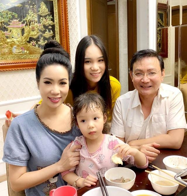 Dàn sao Việt khoe quà ngày 8/3 - 9