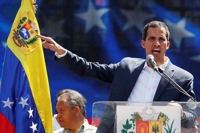 """Hé lộ lý do """"tổng thống tự phong"""" Venezuela không bị bắt khi về nước - 1"""