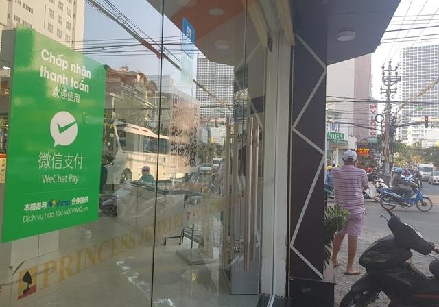 Nha Trang: Cửa hàng vẫn công khai thanh toán qua Wechat Pay với khách Trung Quốc - 1