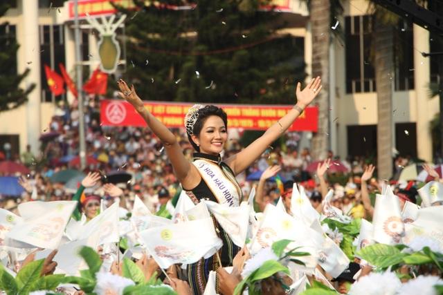 Ấn tượng Lễ hội đường phố đa sắc màu tại thủ phủ cà phê Việt Nam - 7