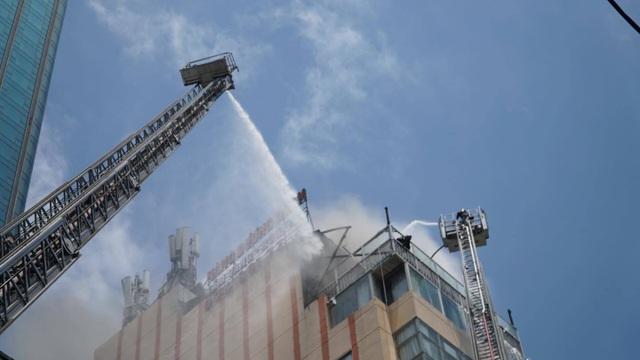 Cháy nhà hàng cao tầng ở trung tâm quận 1, thực khách tháo chạy tán loạn - 6