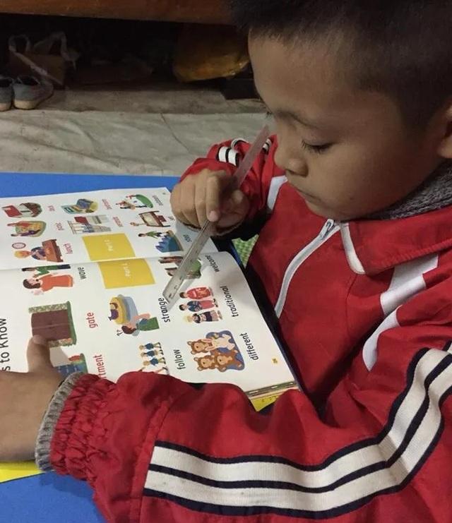"""""""Bé lớp 2 vùng cao cùng mẹ vượt 100km để học tiếng Anh"""" được hỗ trợ học bổng - 1"""