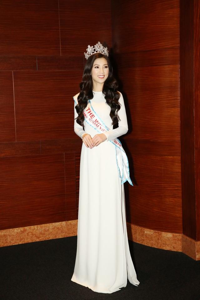 NSƯT Chiều Xuân, NSND Hoàng Dũng chúc mừng Hoa hậu Thuỳ Linh ngày trao lại vương miện - 7
