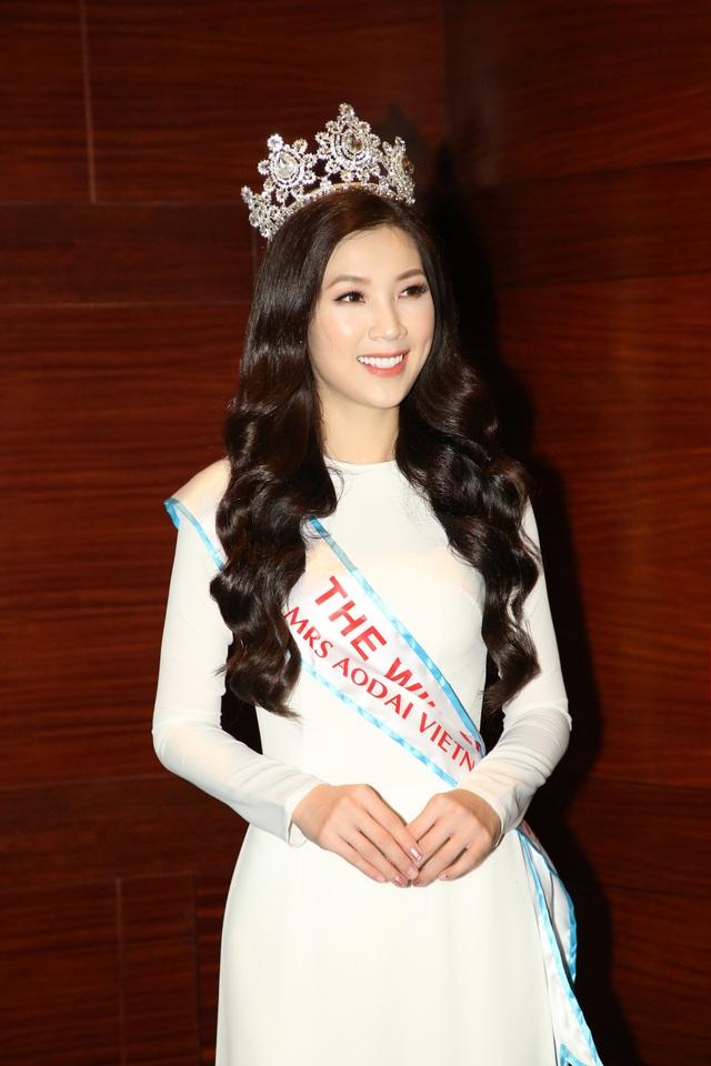 NSƯT Chiều Xuân, NSND Hoàng Dũng chúc mừng Hoa hậu Thuỳ Linh ngày trao lại vương miện - 6