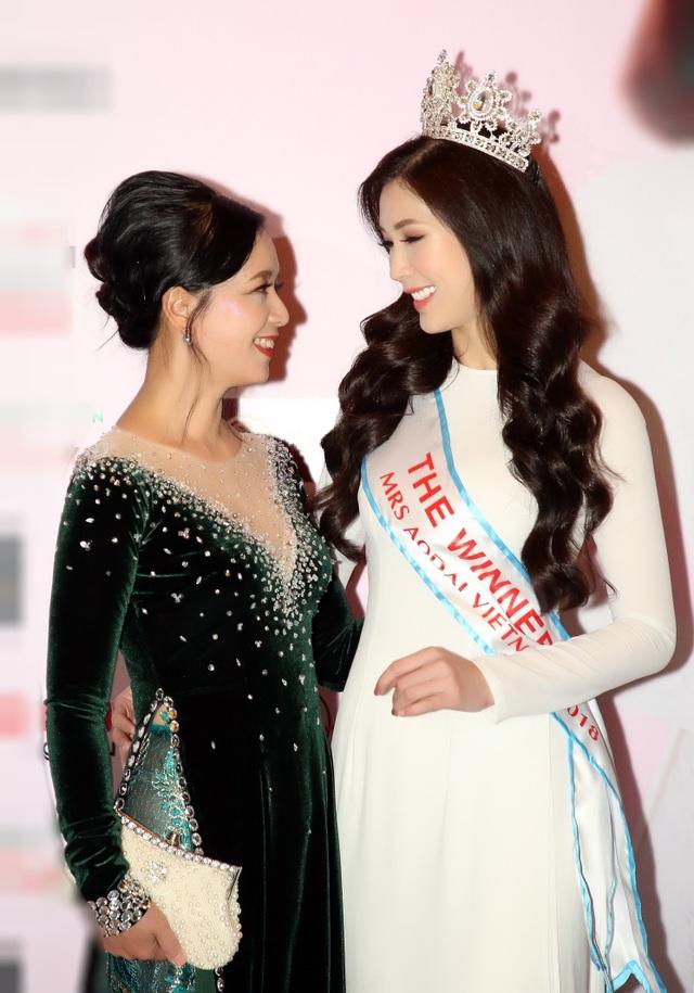 NSƯT Chiều Xuân, NSND Hoàng Dũng chúc mừng Hoa hậu Thuỳ Linh ngày trao lại vương miện - 8