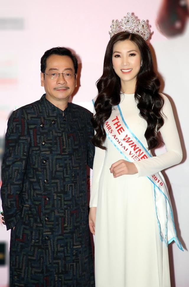 NSƯT Chiều Xuân, NSND Hoàng Dũng chúc mừng Hoa hậu Thuỳ Linh ngày trao lại vương miện - 9