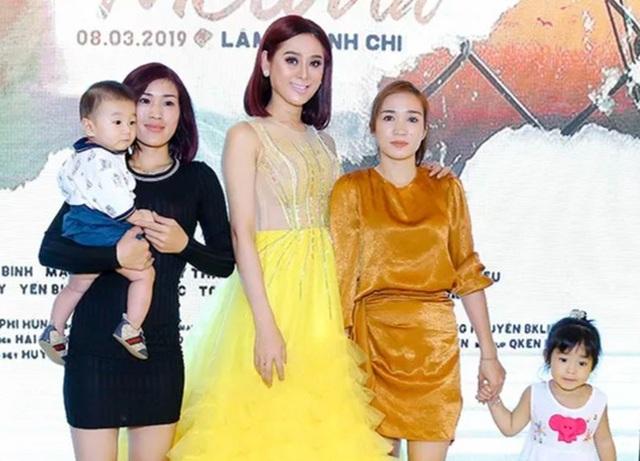 Con trai người đẹp chuyển giới Lâm Khánh Chi lần đầu lộ diện - 2