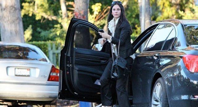Những nữ minh tinh sở hữu xe hơi oách hơn chồng (P.2) - 10