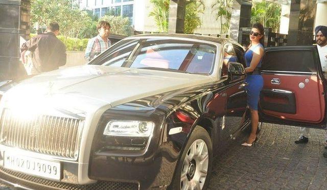 Những nữ minh tinh sở hữu xe hơi oách hơn chồng (P.2) - 9