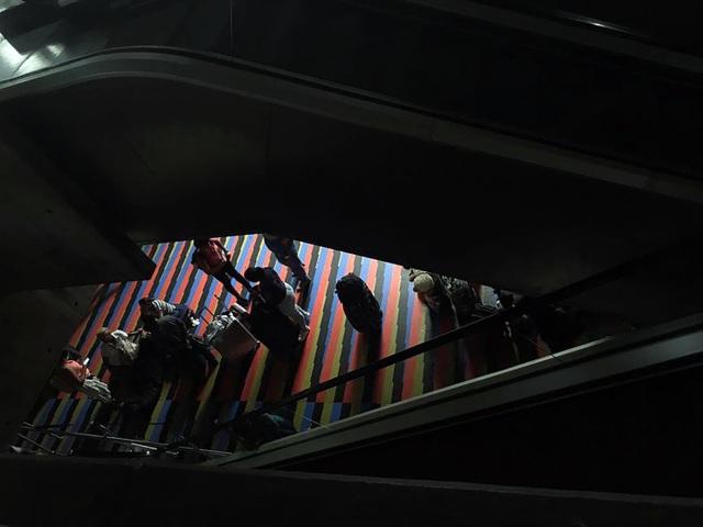 """Cuộc sống đảo lộn trong bóng tối tại """"những thành phố ma"""" ở Venezuela - 11"""