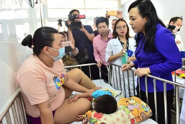 Bộ trưởng Y tế: Dịch sởi bùng phát là do hậu quả của lỗ hổng miễn dịch từ nhiều đời cộng lại - 2