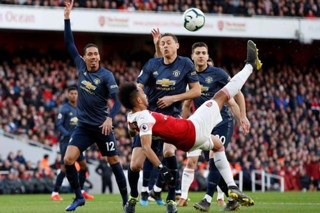 Arsenal 2-0 Man Utd: Trả giá vì những sai lầm - 10