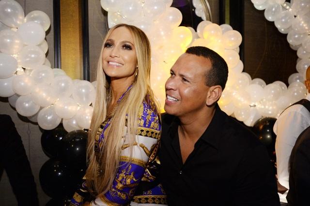 Jennifer Lopez đính hôn với bạn trai kém 6 tuổi  - 3