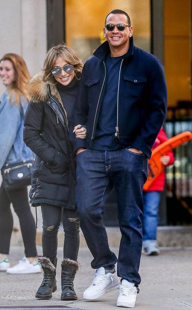 Jennifer Lopez đính hôn với bạn trai kém 6 tuổi  - 4
