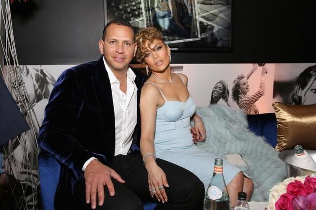 Jennifer Lopez đính hôn với bạn trai kém 6 tuổi  - 5