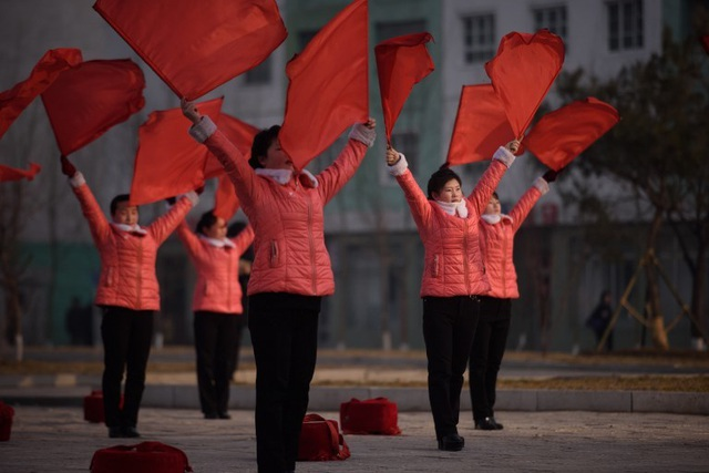 """Những """"bóng hồng"""" múa cờ đỏ tại Triều Tiên - 6"""