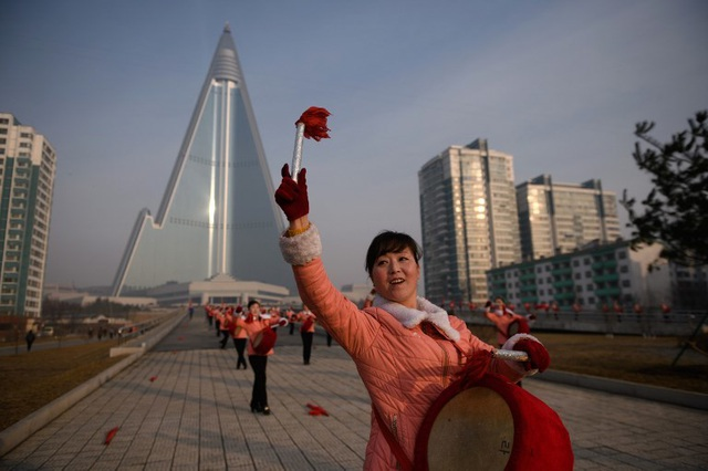 """Những """"bóng hồng"""" múa cờ đỏ tại Triều Tiên - 4"""