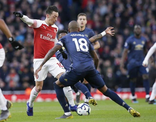 Arsenal 2-0 Man Utd: Trả giá vì những sai lầm - 8