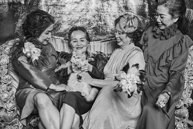 """Bộ ảnh ý nghĩa về tình bạn vượt thời gian của """"những cô gái trẻ với một vài nếp nhăn"""" - 10"""