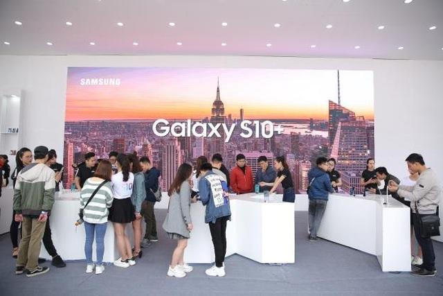 Galaxy S10 chơi lớn với Đại tiệc Công nghệ - Tạo Khác Biệt, giới trẻ Hà Nội trầm trồ  - 1