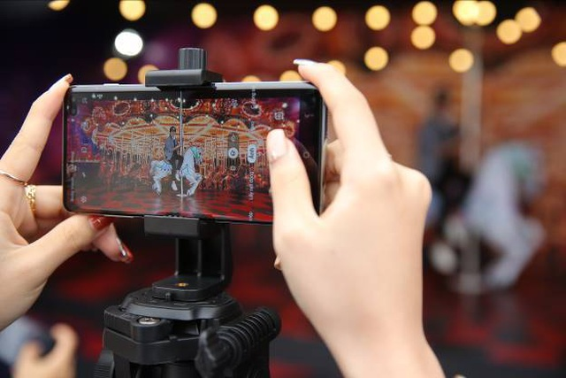 Galaxy S10 chơi lớn với Đại tiệc Công nghệ - Tạo Khác Biệt, giới trẻ Hà Nội trầm trồ  - 3