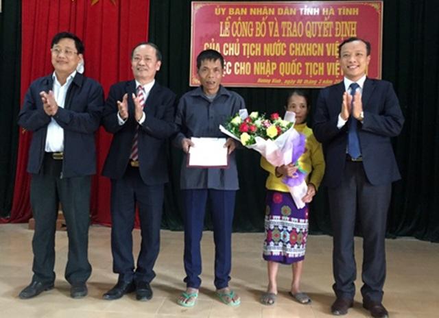 Nước mắt mừng tủi ngày nhận quốc tịch Việt Nam sau hàng chục năm chờ đợi - 2