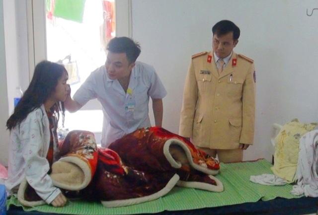 Thiếu tá công an hiến máu cứu nữ sinh lớp 10 - 2