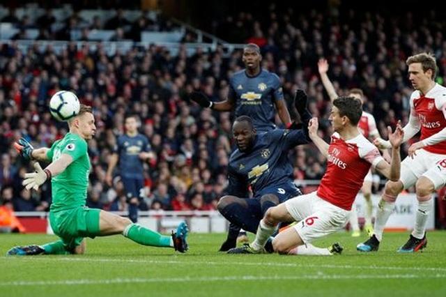 Arsenal 2-0 Man Utd: Trả giá vì những sai lầm - 3
