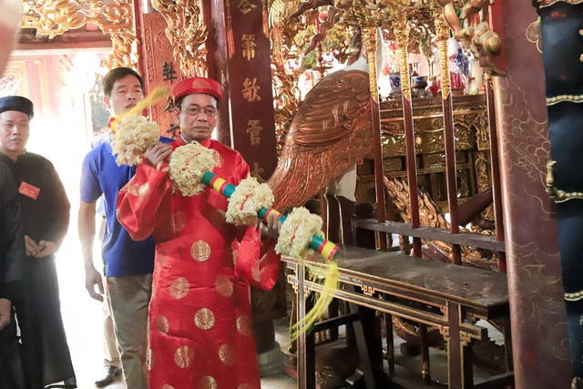 Thanh niên ẩu đả giành cây bông ở hội làng ngoại thành Hà Nội - 3