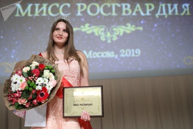Vẻ đẹp của các nữ quân nhân thi hoa hậu vệ binh quốc gia Moscow - 10