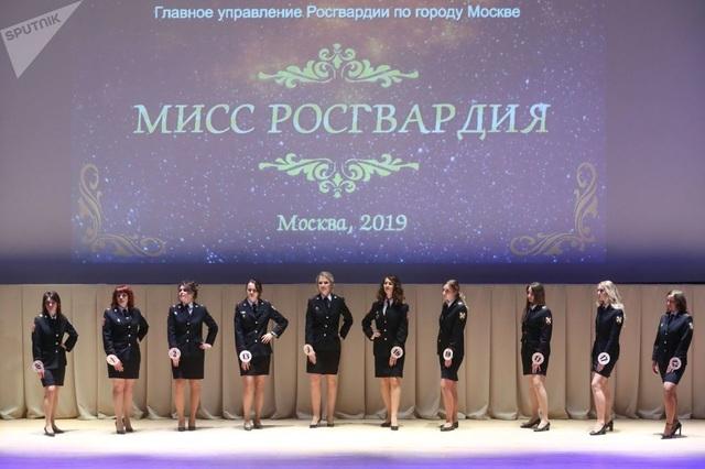 Vẻ đẹp của các nữ quân nhân thi hoa hậu vệ binh quốc gia Moscow - 1