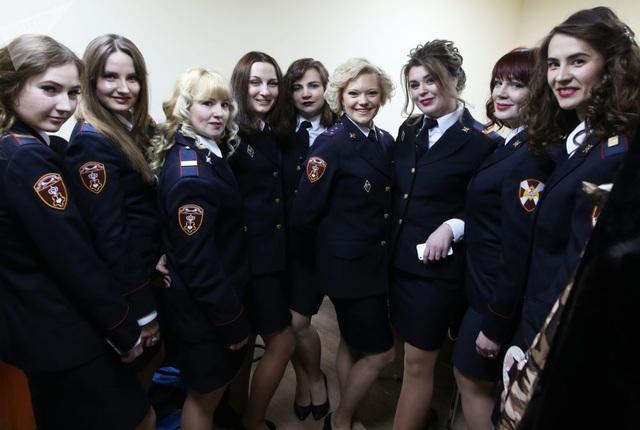 Vẻ đẹp của các nữ quân nhân thi hoa hậu vệ binh quốc gia Moscow - 11