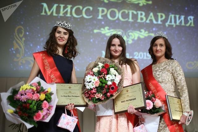 Vẻ đẹp của các nữ quân nhân thi hoa hậu vệ binh quốc gia Moscow - 3