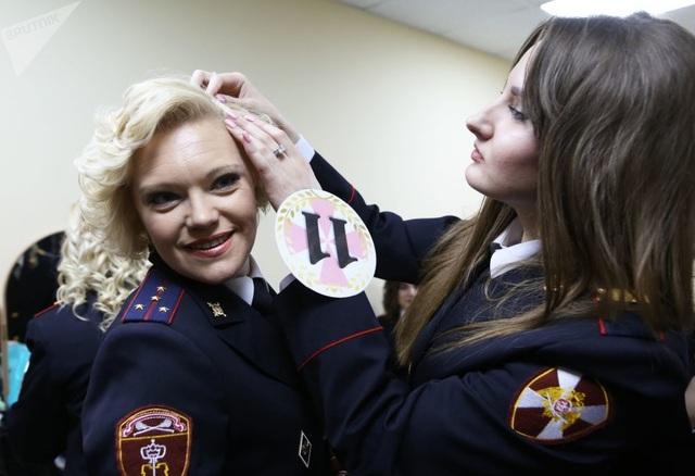 Vẻ đẹp của các nữ quân nhân thi hoa hậu vệ binh quốc gia Moscow - 12