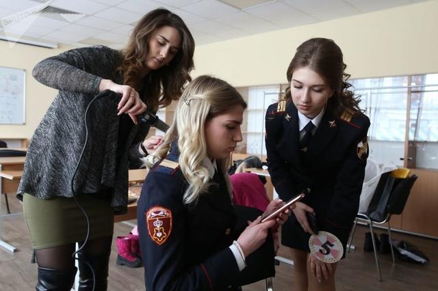 Vẻ đẹp của các nữ quân nhân thi hoa hậu vệ binh quốc gia Moscow - 8